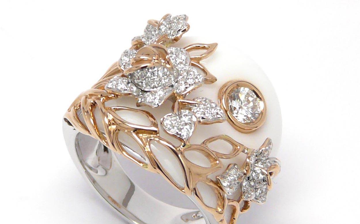 ホワイトアゲートwithダイヤモンドリング