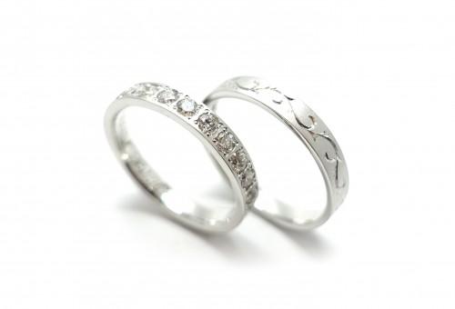 「わぁ!キレイ」ダイヤモンドのマリッジリング